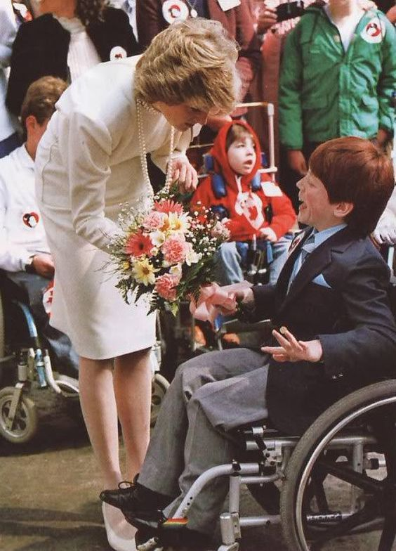 1986-05-06 Diana talks to a disabled child in Burnaby, British Columbia