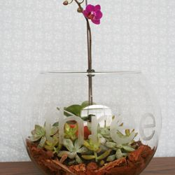An eco-friendly centerpiece-table number DIY