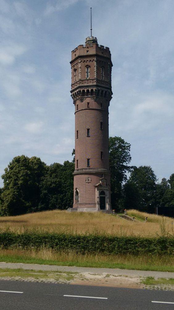 Dewatertoren inDeldenis ontworpen door architectH.P.N. Halbertsma, gebouwd in1894en behoort bij hetlandgoed Twickel.