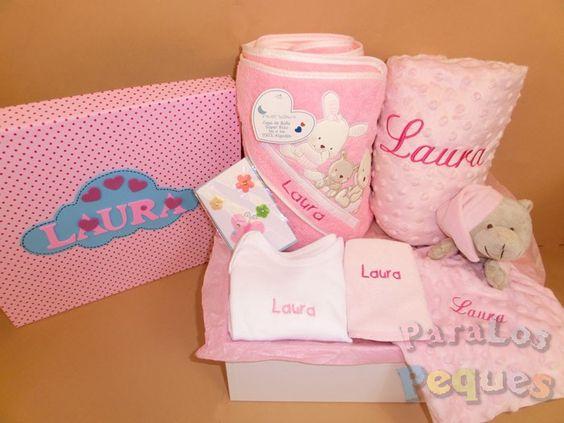 ¡¡¡Que monada de #canastilla!!! Y todo hecho especialmente para la pequeña Laura. Esta compuesta por manta bordada, capa bordada, boy bordado, babero bordado, doudou bordado, chupete, chupetero personalizado, tarjeta y caja personalizado. ¿ A que quieres una 😍 ????? #ideasderegalo #regalosreciennacido #regalosdenacimientooriginales #canastillas #canastillabordadas