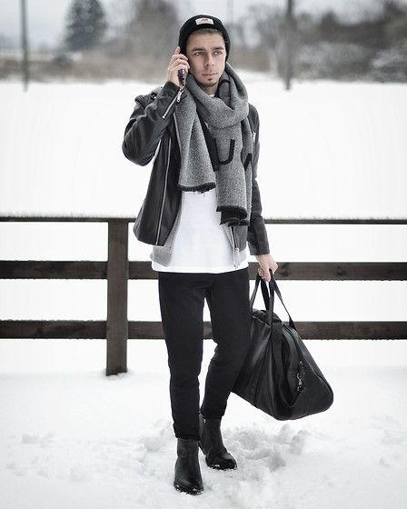 ⑤白Tシャツ×レザージャケット×黒スキニー