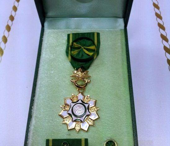 مميزات وسام الملك عبدالعزيز من الدرجة الثالثة Phone Ring Electronic Products Phone