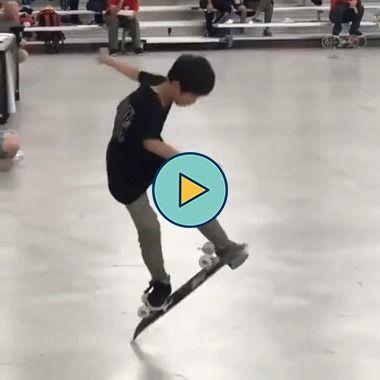 Menino é bom no skate