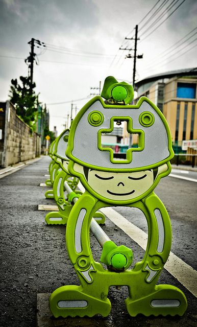 How ridiculously cute is this construction barrier?
