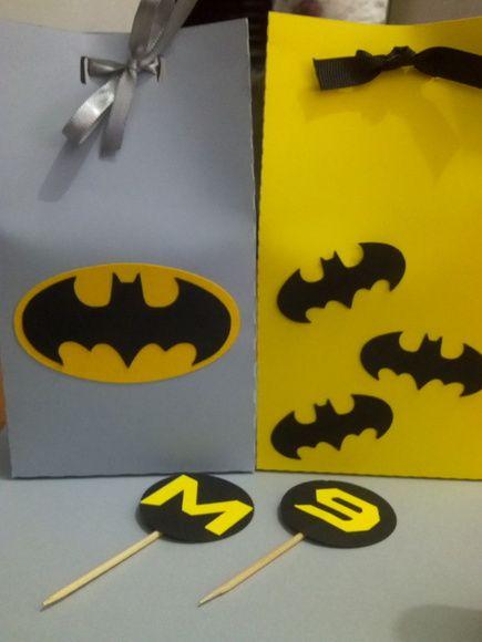 Sacolinha Surpresa no tema Batman  Produzida em papel 180g com recorte especial.  Também em outros temas - R?$ 2,00 cada- cenarium.arte@hotmail.com