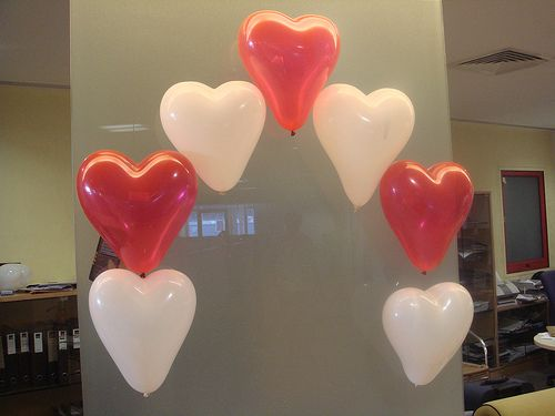 Balloon decorations valentines and patterns on pinterest for Balloon decoration for valentines day