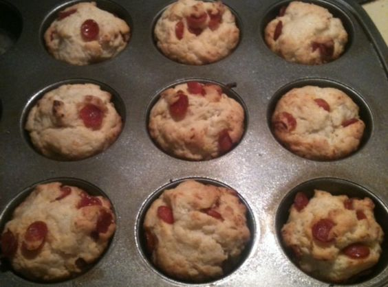 Pizza Cupcakes --  dip in pizza sauce