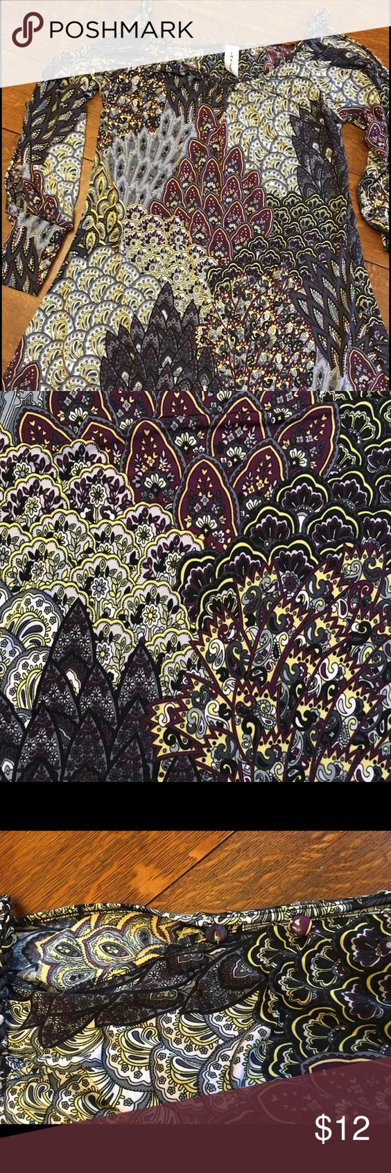 Cute Cold Shoulder Knit Paisley Pattern Dress Simi Sue Cute cold shoulder knit dress  Sleeves are split and button close Size Small Very Good Previously Worn Condition Simi Sue Dresses Mini
