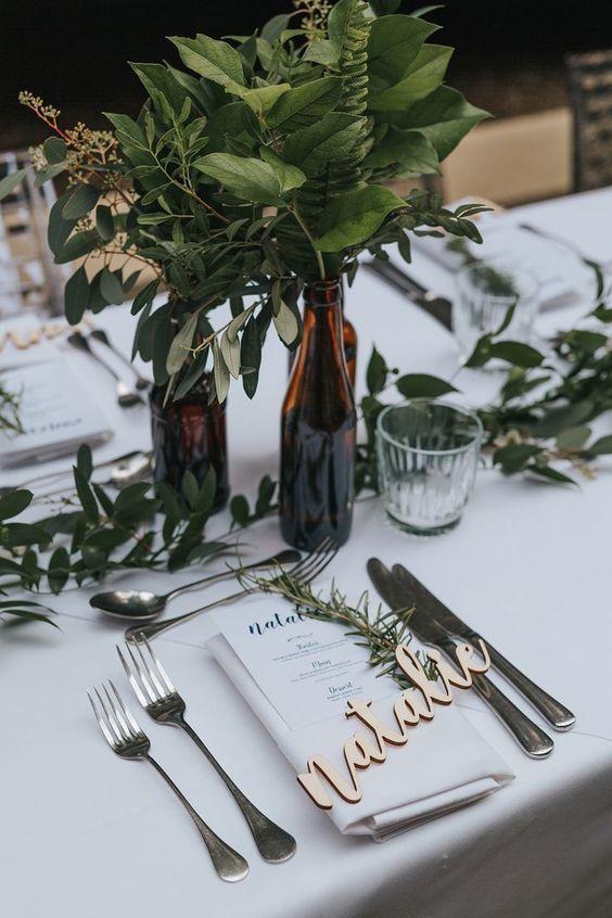 Greenery Hochzeit: Ideen und Inspirationen für eure Tischdeko #greeneryhochzeit #greeneryhochzeitideen #tischdekogreenery #hochzeitsdekogreenery #hochzeitsideen