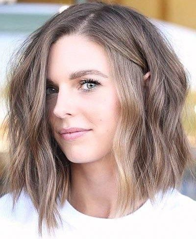 30 stunning shoulder length haircuts  #dailyfeedpins.com #hairstyle #hairstyle2019 #WomenFashion #womenhairstyle #LongBobHaircuts