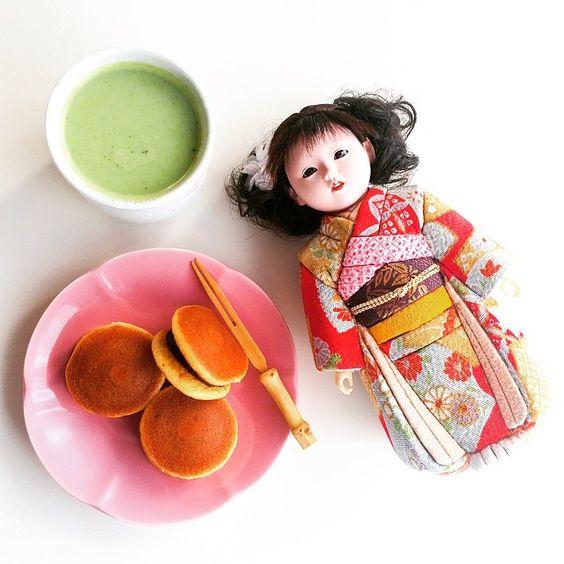 """My favorite #Kimekomi doll 愛ちゃん (gift from le husband) ♡ enjoying her hot matcha latte  and chibi Dorayaki  #どら焼き#抹茶#美味しい#大好き"""
