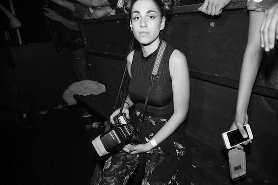 """""""Todo trabalho de fotografia que pego é uma situação diferente, mas consegui ter clientes regulares por estar constantemente fazendo novos trabalhos, e por me empolgar com o trabalho que faço, e por concentrar minha energia em histórias com as quais me importo de verdade e que tenho vontade de compartilhar."""" - JESSICA LEHRMAN, FOTÓGRAFA FREELANCER"""