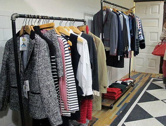 Burros o expositores de ropa son percheros para colgar for Perchero de ropa