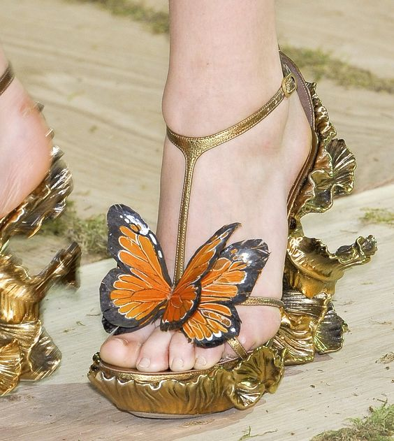 Amazing Alexander McQueen Spring 2011 gold butterfly sandals @mcqueenworld: Alexander Mcqueen, Fashion Womens Shoes, Fashion Shoes, Fashion Week, Heeeellllo Shoes, Creative Shoes, Bridal Shoes, Glorious Shoes