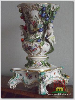 Wazon porcelanowy z manufaktury w Miśni, wykonany w XIX stuleciu.