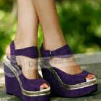 Rp 100.000 . 2 warna hitam – ungu. bhan suede. Wedges 12cm