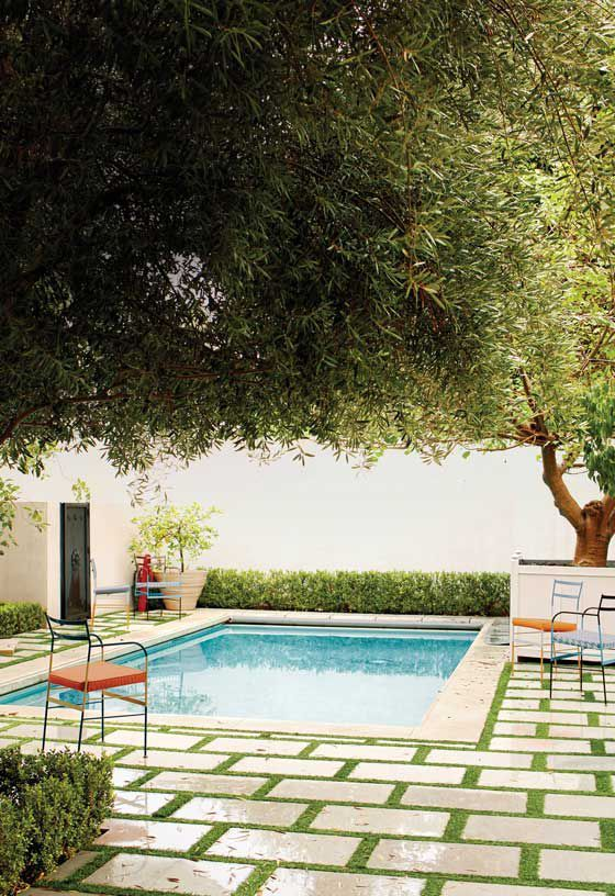 Tour A Los Angeles Home That S A Magnet For Hollywood Stars Mediterranean Homes Mediterranean Style Homes Swimming Pool Designs