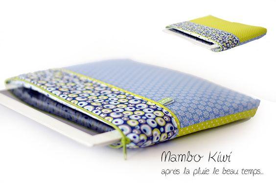 Housse tablette, Ipad tissu pastel bleu ciel à fleurs et pistache petits pois : Housses ordinateurs et tablettes par mambo-kiwi