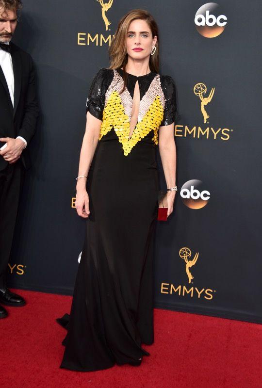 Amanda Peet no tapete vermelho do Emmy 2016: