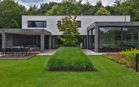 groene, strakke tuin met grijze accenten