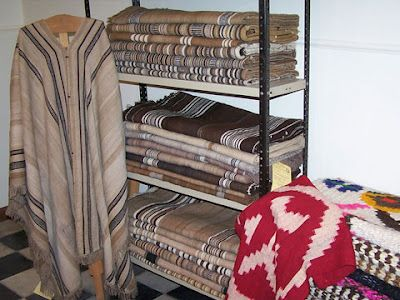 La Rioja. Tejidos en telar criollo con lana de oveja hilada a mano.