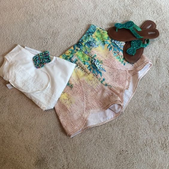 """BD SALE - BeBe Shorts Super Cute and full of Spring colors and florals against a beige and white animal print - zips in back - waist is 28 1/2"""" - 100% polyester bebe Shorts"""