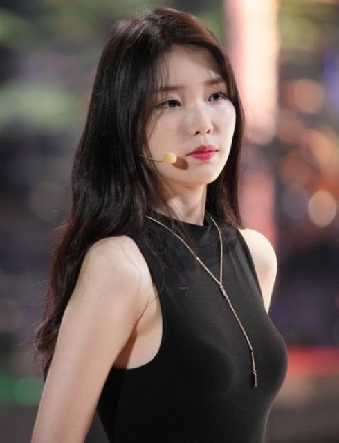 10 Times Iu Shows Off Her Beautiful Shoulders Korean Beauty Asian Beauty Beauty