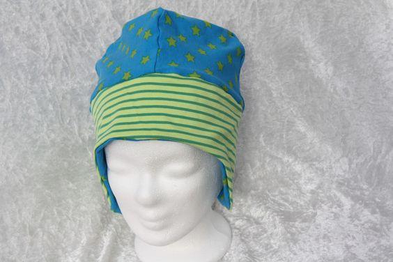 Hier zeige ich Euch eine Wendemütze für Jugendliche und Erwachsene mit Ohrenklappen aus zwei Stoffen. Diese Mütze ist aus einem zauberhaften Jerseystoff in türkis mit grünen Sternchen und einem...