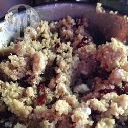 Quinoa croquant aux noix de Grenoble, canneberges et fromage feta @ qc.allrecipes.ca