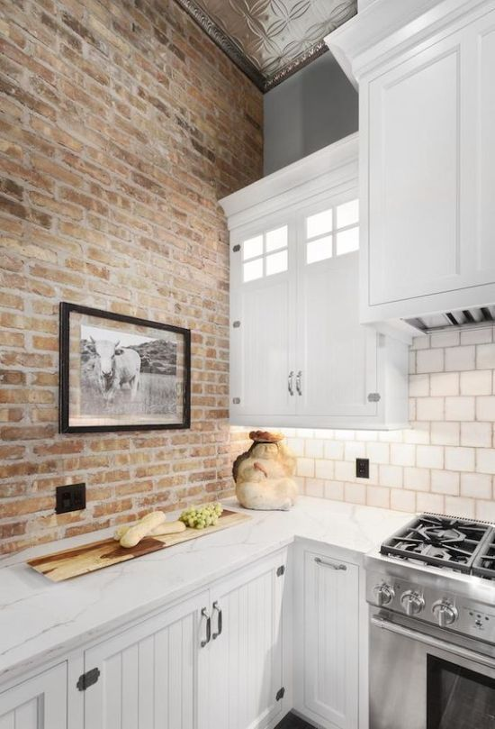 Industrial Kitchen Décor With Neutral Brick Wall Brick Wall Kitchen Brick Kitchen Brick Interior Wall