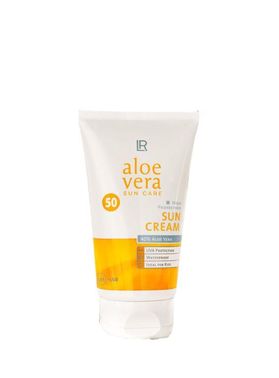 Hochwirksamer UVA-/ UVB-Schutz mit der Pflegekraft der Aloe Vera. Der richtige UVA-/ UVB-Schutz für jeden Hauttyp. Kein Kleben nach dem Auftragen auf der Haut.