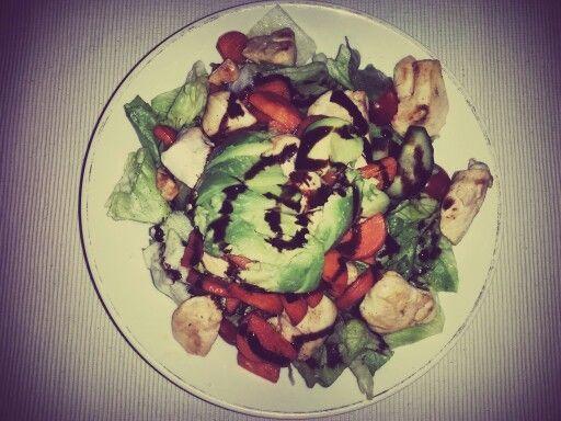 Avocado-Hühnchen-Salat