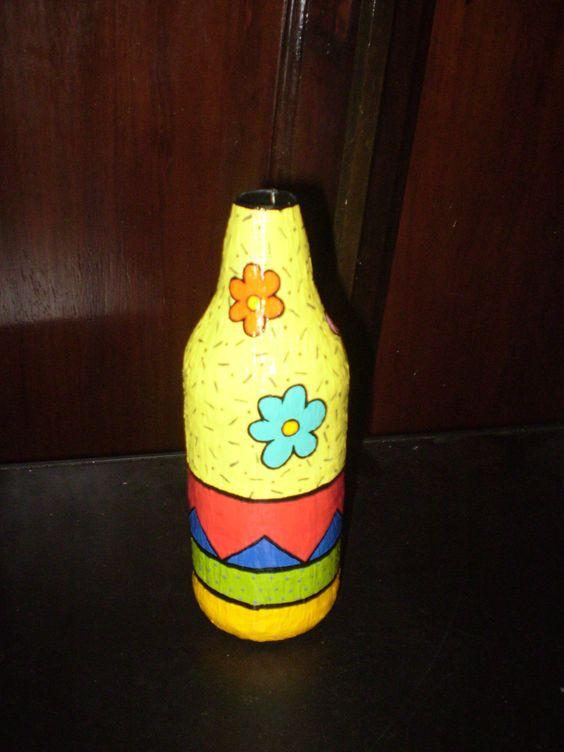 Garrafa feita apenas com papel e pintada à mão. Para decoração com flores secas.