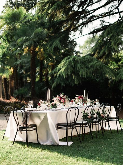 Create the same grandeur of large wedding with all the special details of a micro one for the perfect small wedding.