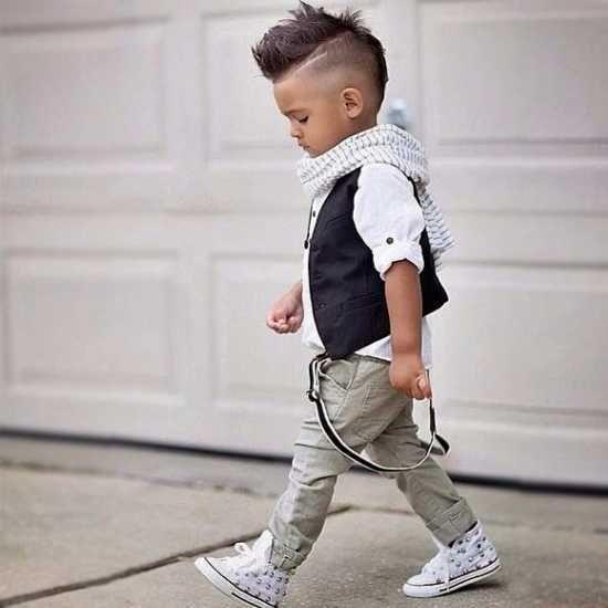 Susse Frisuren Fur Kleine Jungs Versuchen Im Jahr 2019 Frisuren Fur Kleine Jungs Mode Fur Kleine Jungs Junge Kleinkind Mode