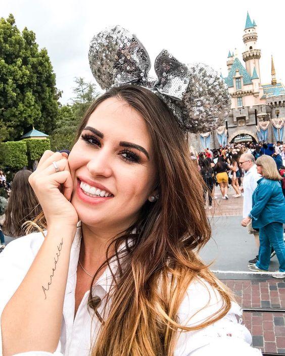 Selfie  Disney Califórnia  Disney  Tattoo  Tattoo delicada  Orelha Minnie  Orelha Disney  Castelo da Disney  Castelo no Disney