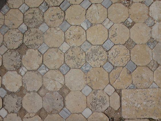 Teselación de octógonos y cuadrados en los baños romanos de Salamina (Chipre). | Matemolivares