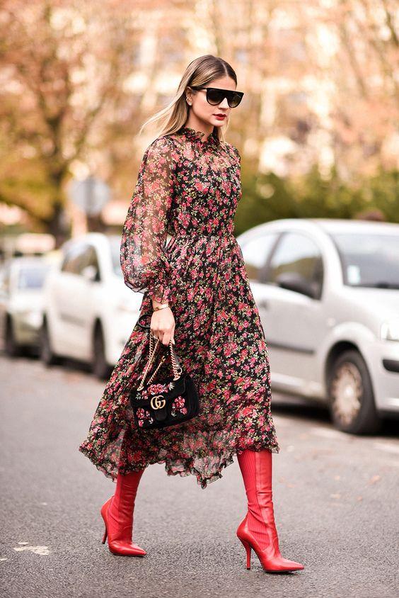 E o dress escolhido para assistir o show deIssey Miyake foi esse vestido deuso daDolce & Gabbana! Falando nisso, quem aí já viu o post sobre o desfile?! Amoesse estilo de vestido fluido com botas, ficou incrível, não é mesmo?! E nem preciso falar que amo uma estampa né, principalmente floral! Muitos podem achar a … Continue reading LOOK: Dolce & Gabbana PARA LAROMMA