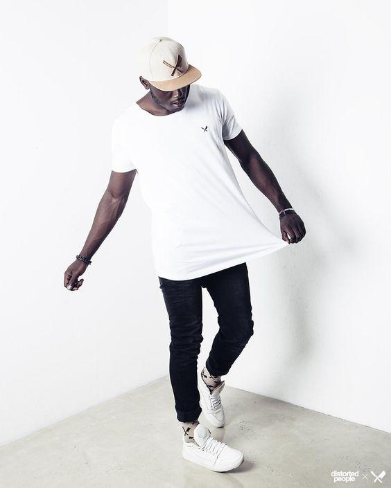Distorted People Streetstyle : Snapback in Oxford Tan/ Mustard, White Basic Tshirt, Black Denim Jeans ''Django'', Socks ''Stuart'' in Sand, Premium Sneaker ''Son of Blades'' in monochrome white