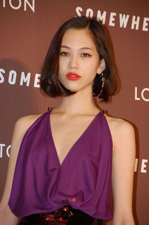 紫のドレス姿の水原希子のかわいくてかっこいい画像