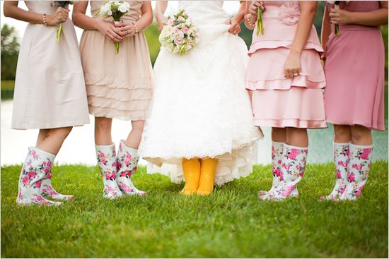 Who could have thought that wellington boots and funky umbrellas look so incredible… believe us, they do.