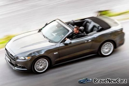 2015 Ford Mustang Convertible EU-Version Review