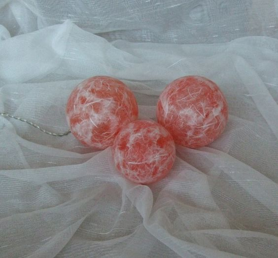 Leuchtkugeln orange-weiss, Dekokugeln  von Bastelkiste auf DaWanda.com
