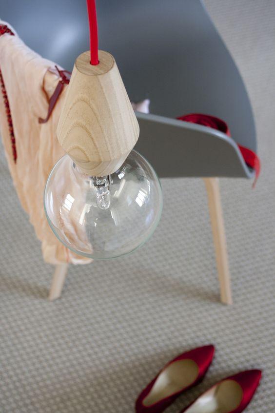 Female wood lamp by esigenza creativa