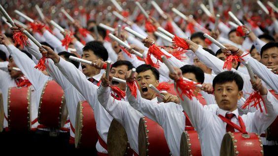 Pyongyang celebra el éxito del lanzamiento de su misil submarino con festejos multitudinarios