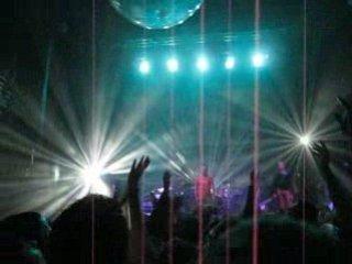 #MUSIQUE EZ3kiel - Ballon musical live @ la cigale (part 2) via DailyMotion