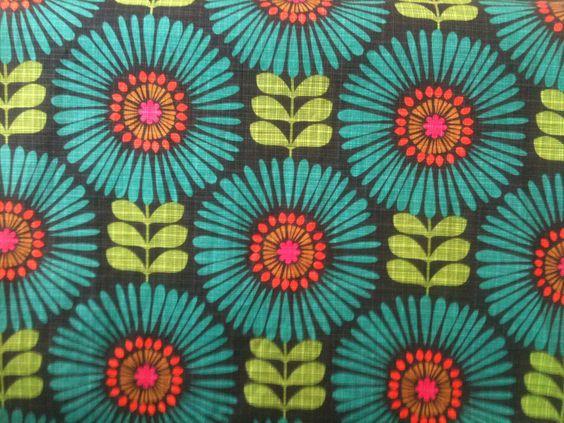 Neue Muster und Farben für die Sommerkollektion