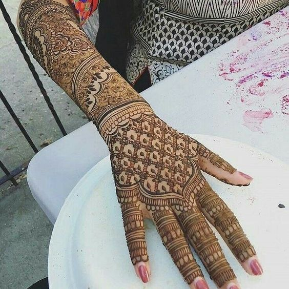 this is Bridal Full Backhand Heavy Mehndi Design For Wedding