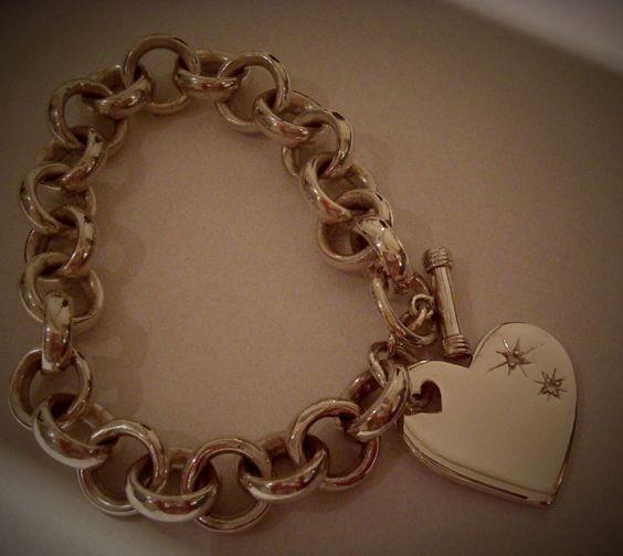 Pulseira de prata- elo português / feita a mão, charm de coração com brilhantes.