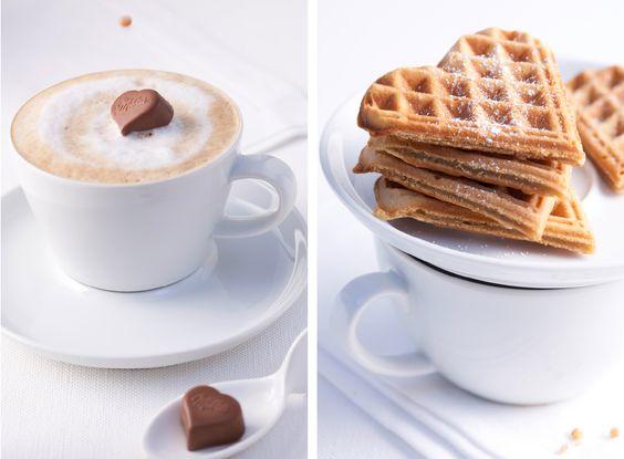 Cappuccino & Waffeln / Cappuccino & waffle